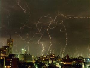 Thunderstorm_in_sydney_2000x1500